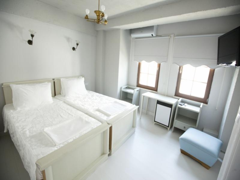 İola Otel