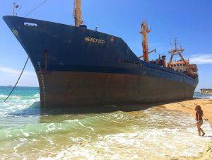 bozcaada karaya oturan gemi